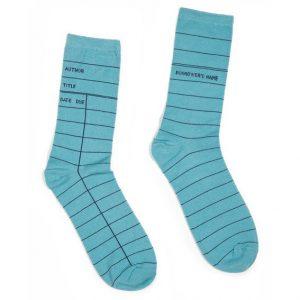 Blauwe sokken met bibliotheekkaart motief