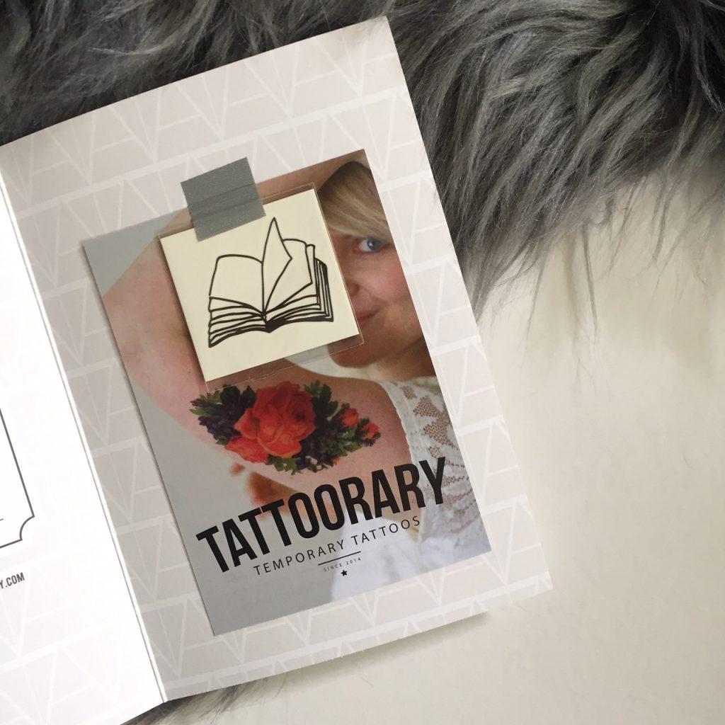 Tijdelijke tattoo opengeslagen boek