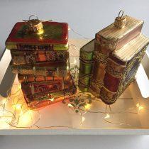 Kerstdecoratoe boekenstapels