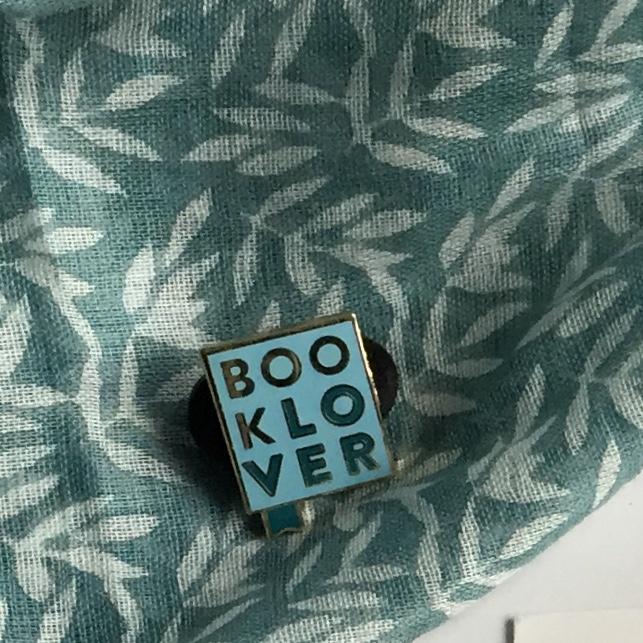 Studio pins & paper Booklover